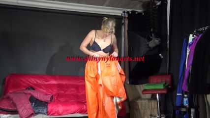 Watching sexy Pia putting on an orange AGUlike rainwear combination feeling comfortable in it and posing for you (Video)