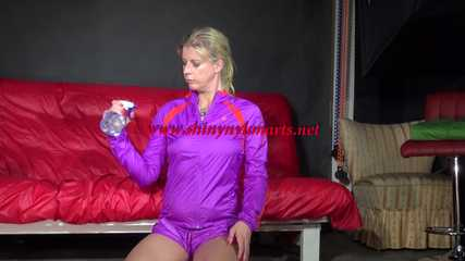 Watching Pia wearing a supersexy shiny nylon shorts and a rain jacket combination experiment with water (Video)