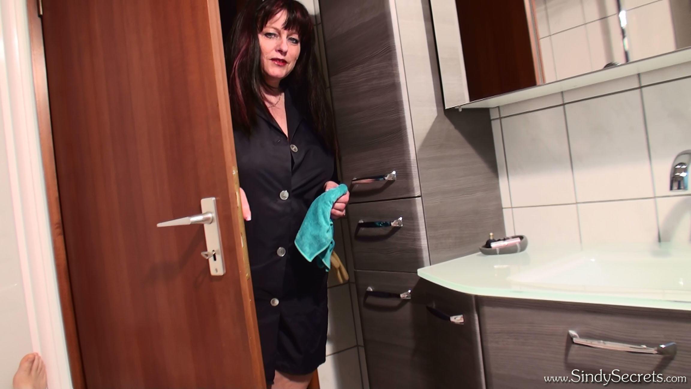 Sindy Secrets - Busty & Glovefetish | Gloved Handjob by Bath